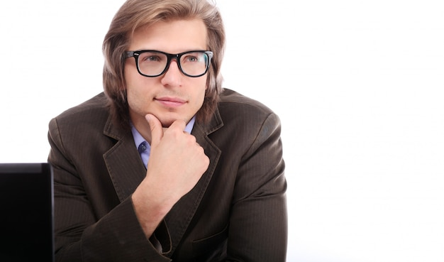 メガネで若くてハンサムな男