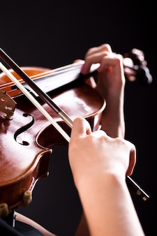 Женщина со скрипкой