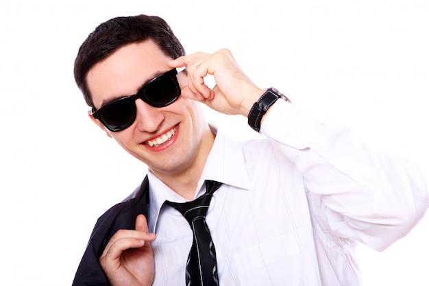 Молодой предприниматель в солнцезащитных очках
