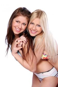 Группа двух красивых сестер