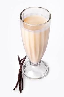 Вкусный ванильный молочный коктейль