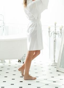 Женщина в нижнем белье