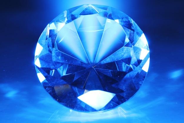 大きくて美しい宝石