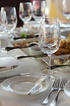 レストランの宴会テーブル