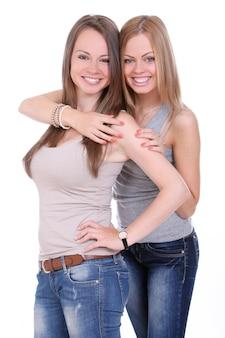 Две красивые сестры