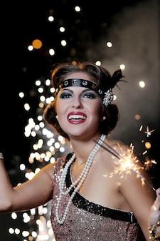 Танцующая карнавальная женщина