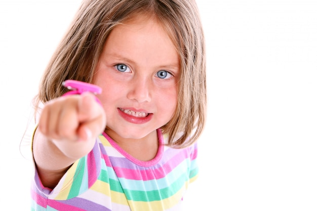 前を指してかわいい女の子