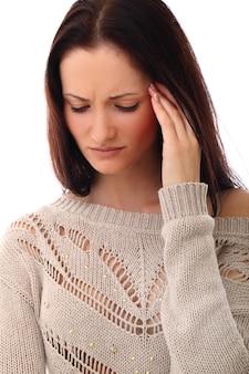 頭痛を持つ若い女