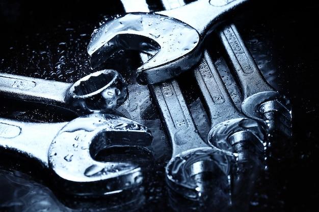 Стальные ключи инструменты