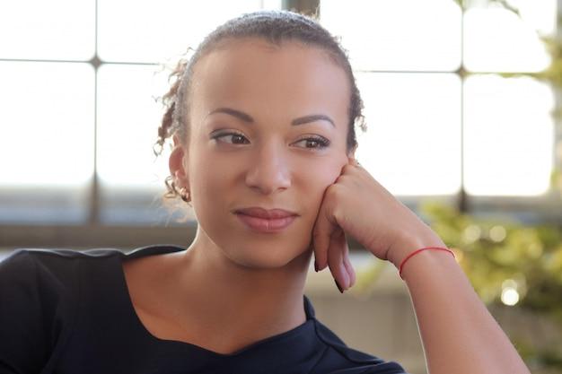 アフリカ系アメリカ人の若い女性の肖像画