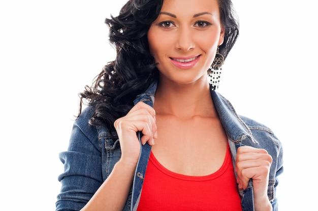 明るいカジュアルで美しい女性