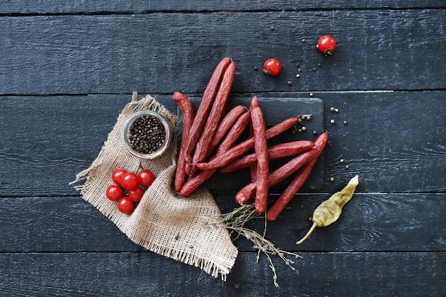 Вкусные колбаски с ингредиентами