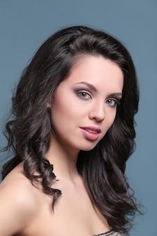 Красивый и привлекательный женский портрет