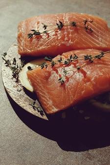 Сырой лосось