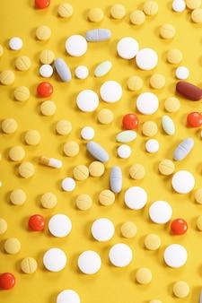 カラフルな錠剤の品揃え