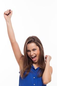 Красивая молодая женщина очень счастлива