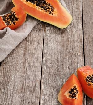 Свежие фрукты папайи