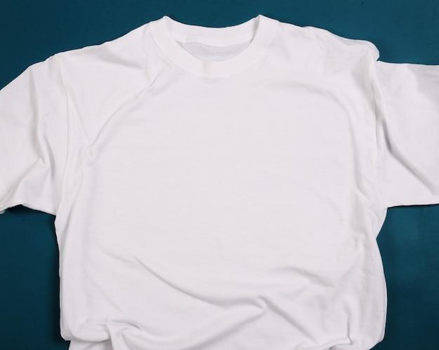 白のシャツ