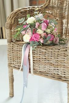 椅子に花束