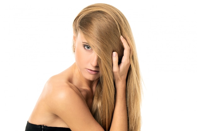 ストレートの髪の美しい少女