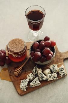 チーズとブドウ