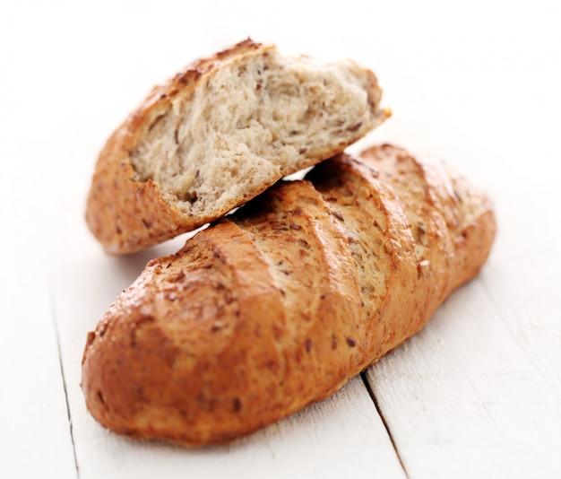 Домашний хрустящий хлеб с зернами