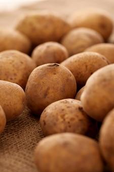 素朴なジャガイモのクローズアップ画像
