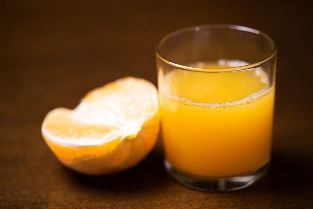 オレンジとそのジュース