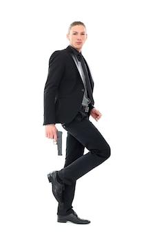 Красивый мужчина с пистолетом