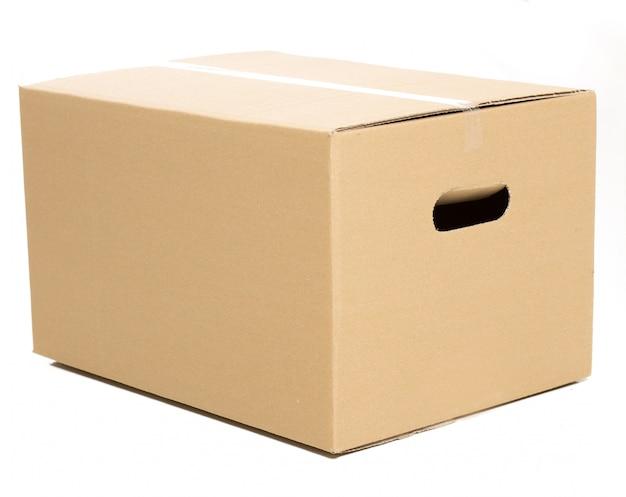 Одна закрытая коробка на белом