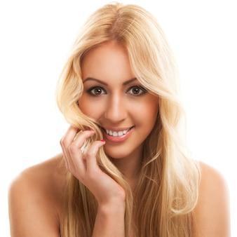 長い髪の美しいブロンドの女性