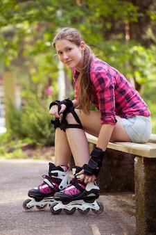 ローラーブレードで美しい少女