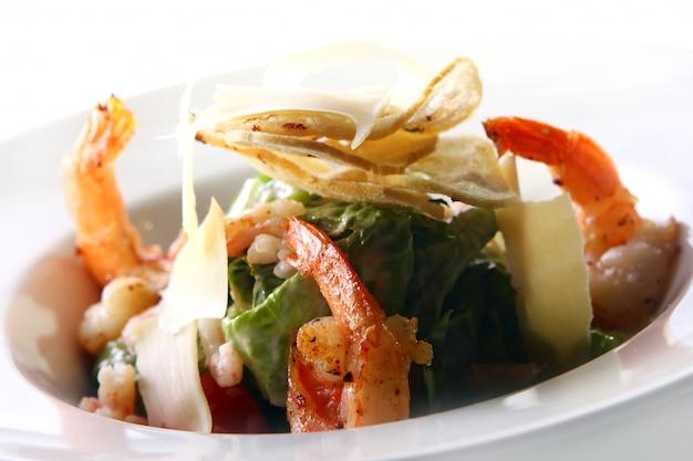 Салат для гурманов с морепродуктами и креветками