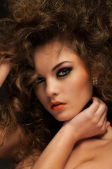 カールと化粧美人