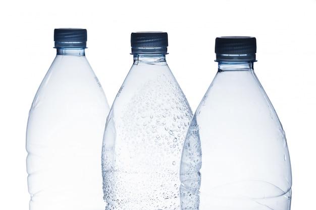 Пустая бутылка с водой
