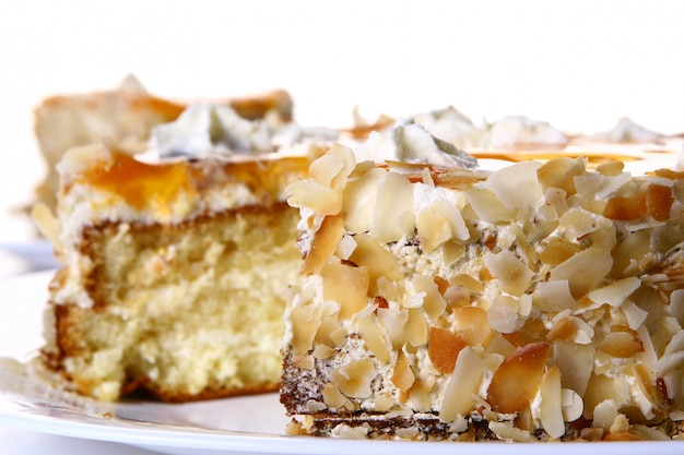 Десертный фруктовый торт с белым шоколадом