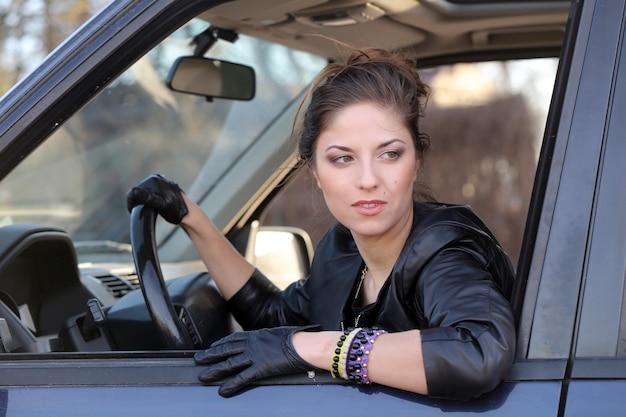 車の中でクールな女の子