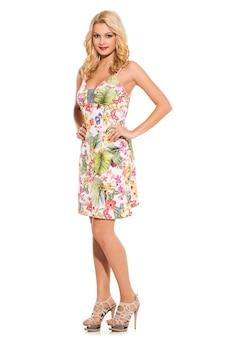 流行。かわいいドレスの美しいブロンド