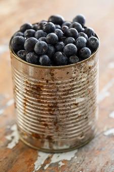 テーブルの上のおいしいブルーベリー
