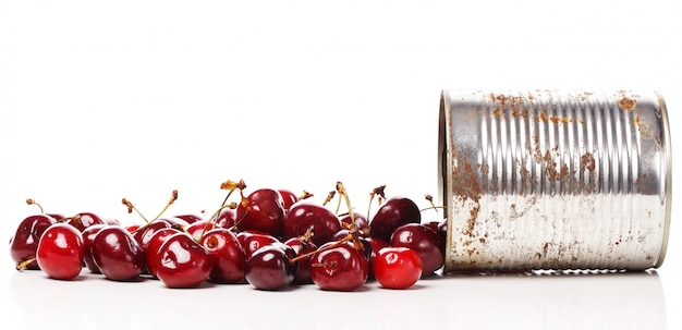 テーブルの上のおいしい果実