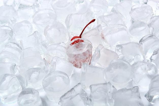 Лед с десертной вишней