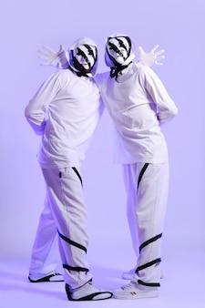Хип-хоп танцор в студии