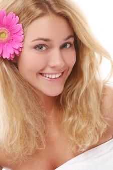 白の若くて美しい女性