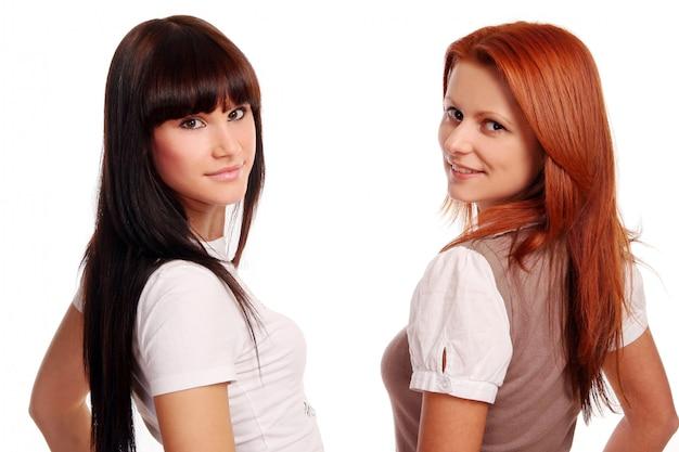 Две молодые и красивые сестры
