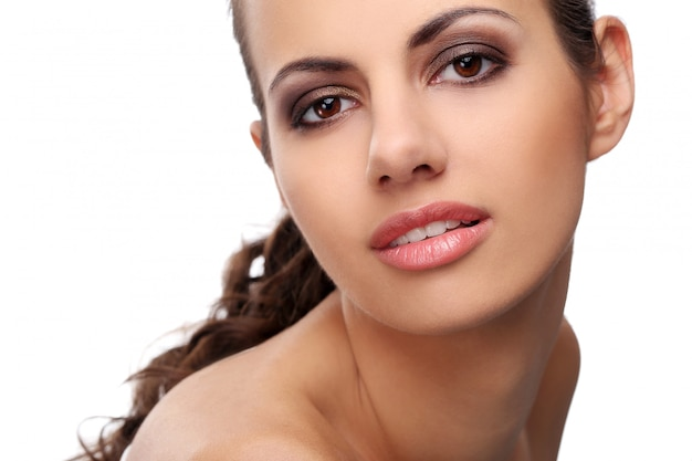 白い背景の上の美しい女性