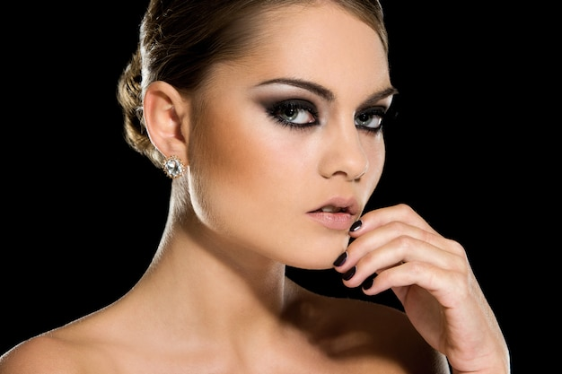 美しい顔を持つ豪華な女の子