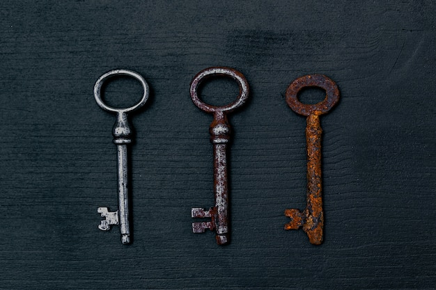Деревенские ключи на деревянный стол