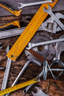 Инструменты на столе