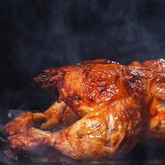 テーブルの上のおいしい鶏