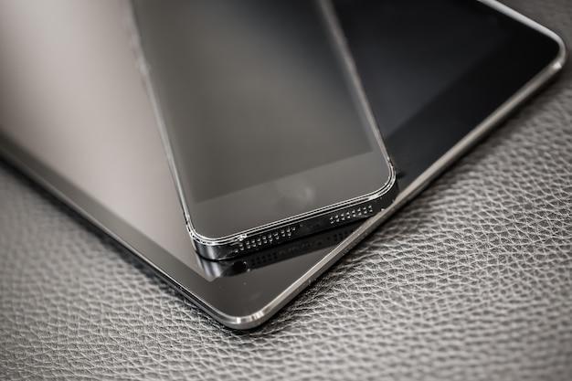 Мобильный телефон с планшетом